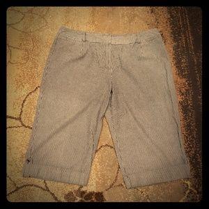 Pants - Sz 24 Capris
